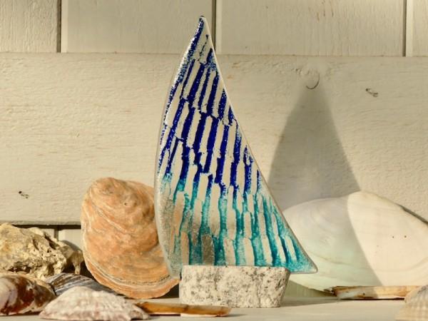 Segelboot, zweifarbig blau