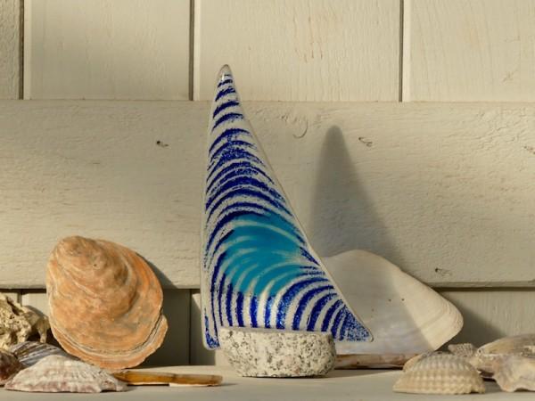 Segelboot, klein, blau mit hellblauer Markierung